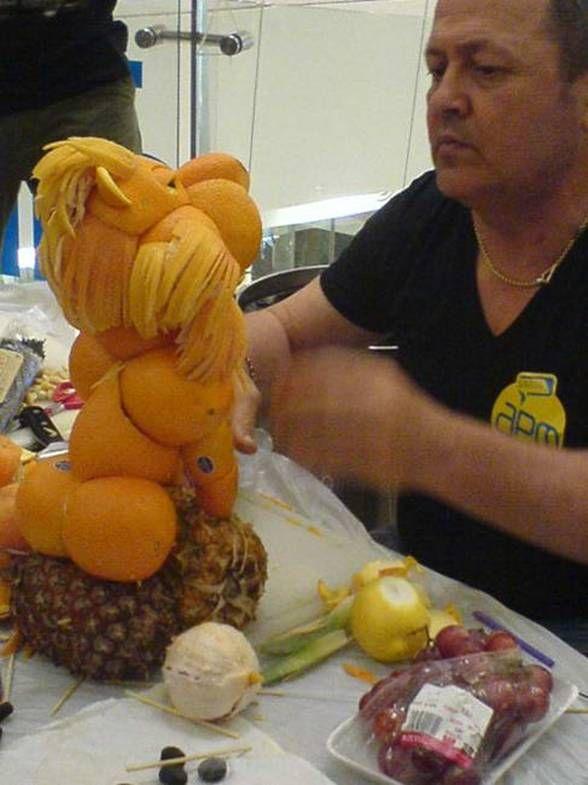 Esculturas com frutas 09