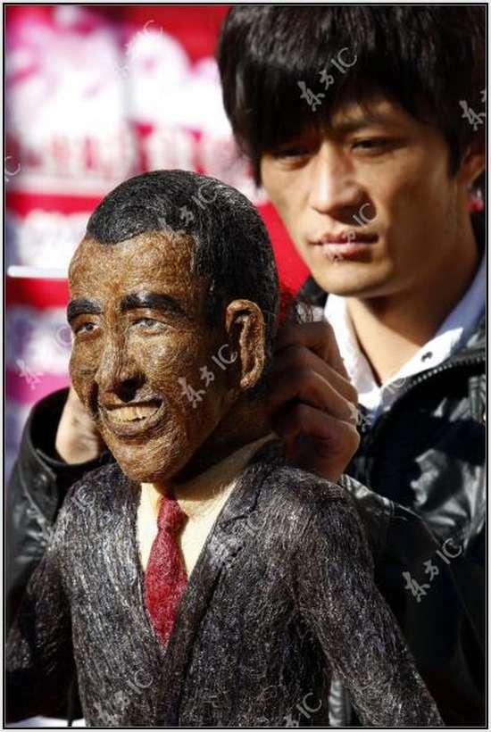 Escultura de Obama feita com cabelo
