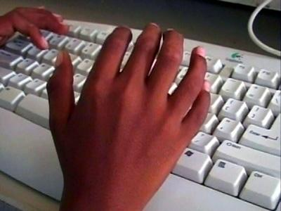 Garoto hindu com 25 dedos