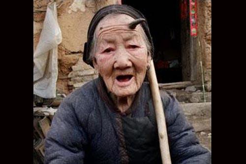 Chinesa com chifre