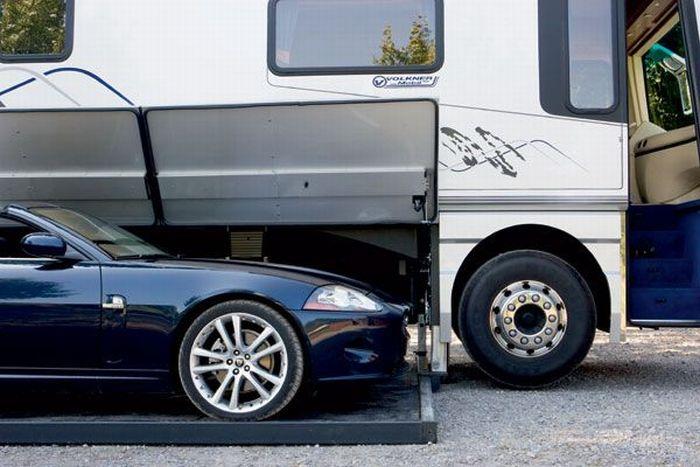 Busão de luxo, porque rico também anda de ônibus.