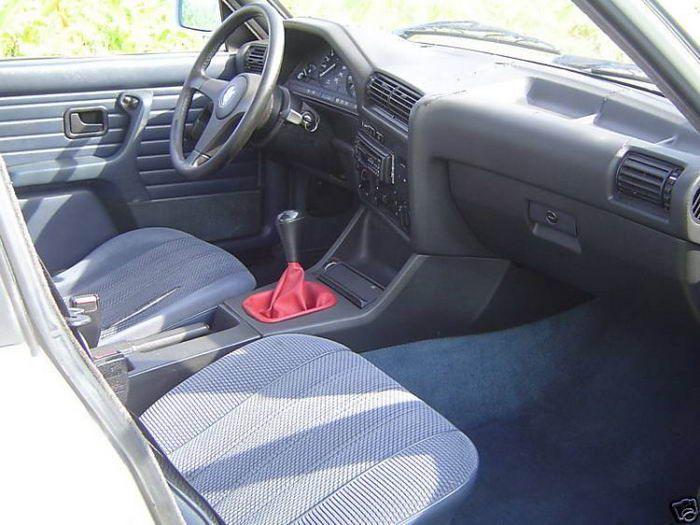 Vendendo o velho carro com uma ajudinha da namorada 03