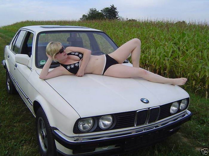 Vendendo o velho carro com uma ajudinha da namorada 09