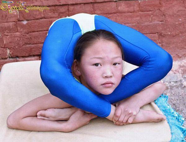 Pequenas contorcionistas chinesas