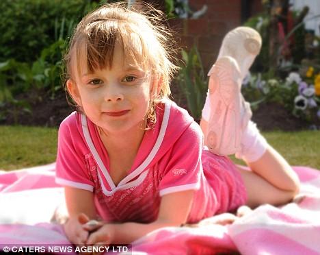 Menina com o corpo ao contrário sobrevivive contra todo prognóstico