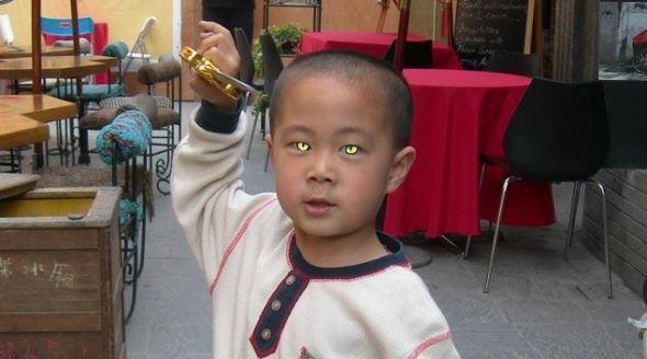 O menino gato chinês que consegue ver no escuro