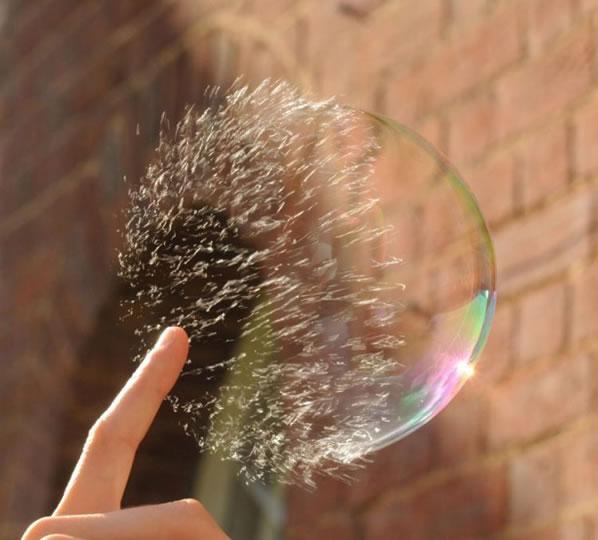 Explodindo uma bolha de sabão