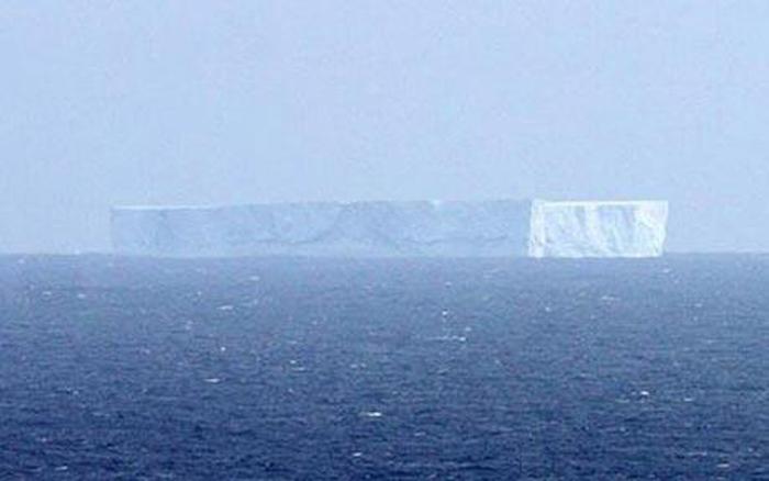 Gigantesco iceberg descoberto pr�ximo a costa da Austr�lia