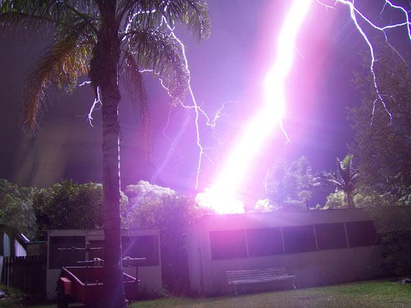 Homem logra fotografar um raio a 20 metros