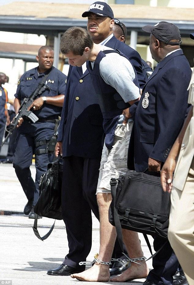 Bandido descalço é preso nas Bahamas