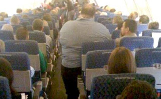 Porque os gordinhos tem que pagar dois assentos no avião