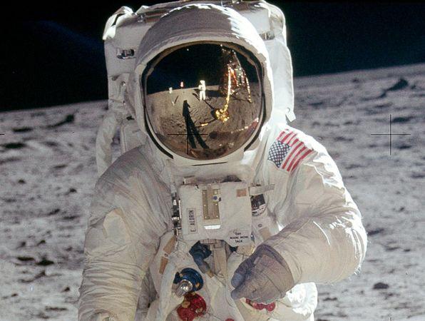 Conspiração lunar. Onde está a câmera?