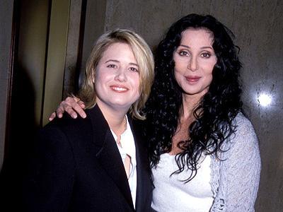 Cher apoia a mudança de sexo de sua filha, Chastity Bono