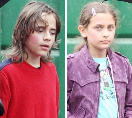 Filhos de Michael Jackson mostram a cara
