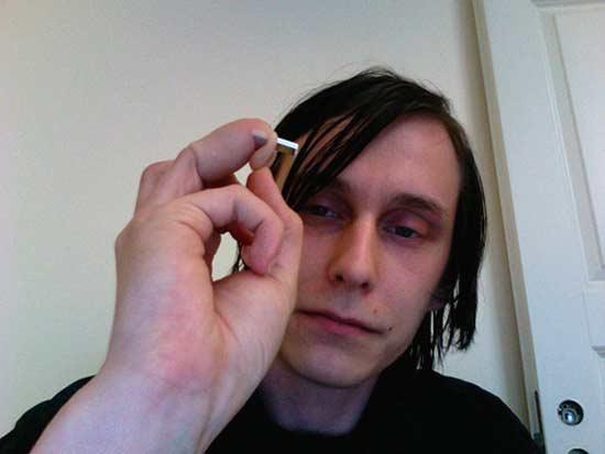 Um jovem finlandês implanta uma memória USB em seu dedo anular
