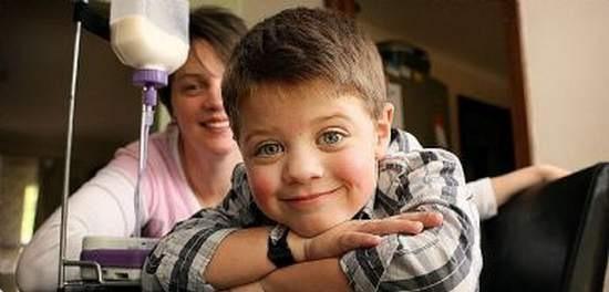 Kaleb Bussenschutt, o menino que � al�rgico a qualquer alimento