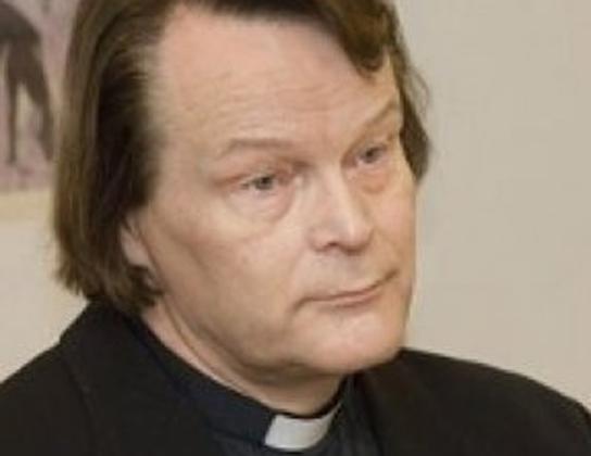 Sacerdote luterano transexual divide a Finlândia