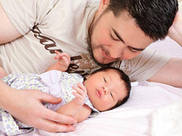A primeira foto da filha do homem grávido