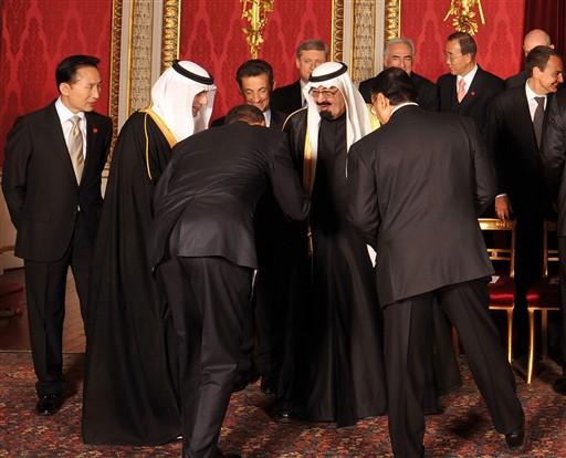 Obama volta a inclinar-se ante um Monarca e reabre a polêmica nos EUA