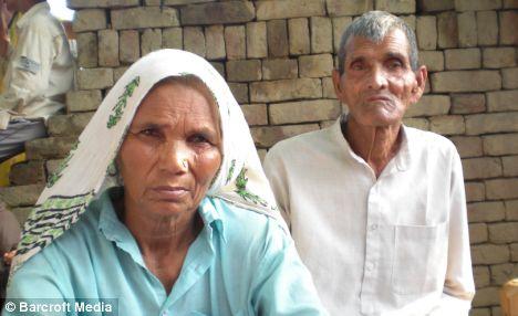 Vovó dá à luz gêmeos e torna-se a mãe mais idosa do mundo
