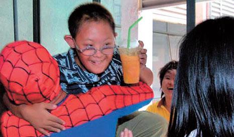 Homem aranha salva garoto na Tailândia