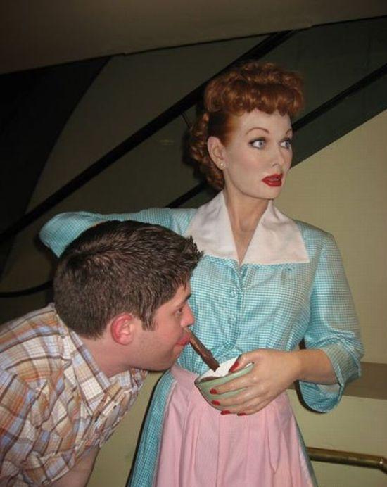 Um palhaço no museu se cera