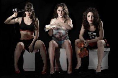 Teoria de porque as mulheres vão em grupo ao banheiro