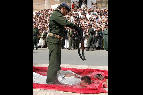 Estuprador é executado em praça pública no Iêmen