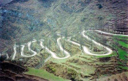 A sinuosa estrada da Birmânia