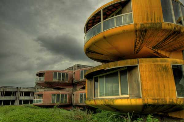 Lugares abandonados pelo mundo