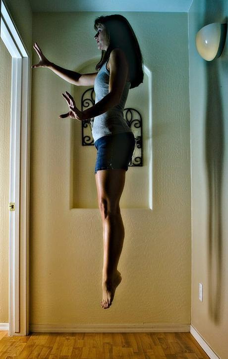 Levitando.
