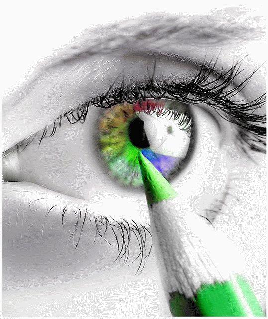 Pintando os olhos.